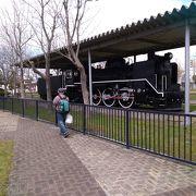 良く保存されたSL機関車の車両