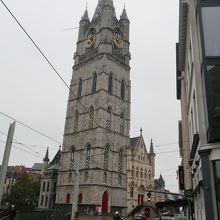 鐘楼と繊維ホール