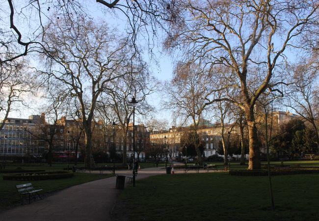 大英博物館の近くの正方形の公園