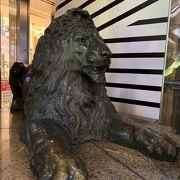 ライオンが  改装中のせいで 見えない