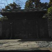 大殿の裏側にある徳川家墓所には二代秀忠をはじめとする6人の将軍が埋葬されています