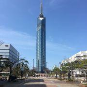 海沿いのタワー