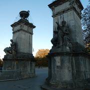 ミュンヘン最古の橋。彫像がいっぱい。