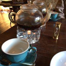 紅茶。濃くなったら追加でお湯を指してもらいましょう。