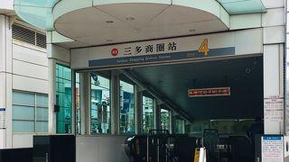 MRTレッドラインで美麗島駅から二つめの駅です