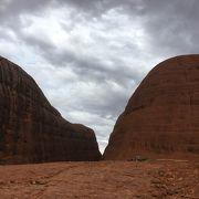 大きな岩山群