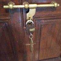 部屋の鍵は南京錠