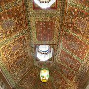 天井も壁も床も…どこを見ても美しい宮殿!