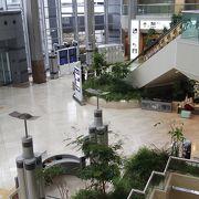 第二ターミナルはエアロプラザの横から