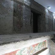 羽毛の生えた巻貝の神殿