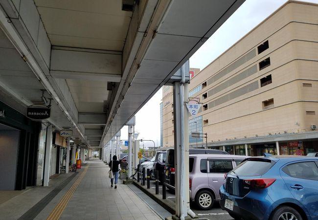 敦賀駅から気比神宮まで続くモニュメント