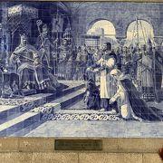 アズレージョの壁画が美しい