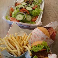 Betty's Burgers & Concrete Co. (サーファーズ パラダイス店)