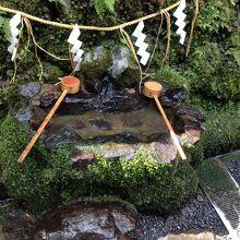 湧き水の手水舎