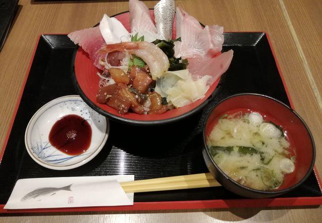 海鮮丼が美味い