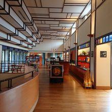 九谷焼の魅力を味わえる、館内のインテリア良し。水琴窟とカフェもお勧め。(´▽`)