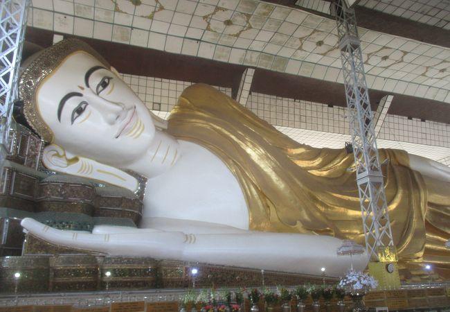 カラーの仏像