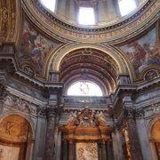 バロック建築の美しい教会