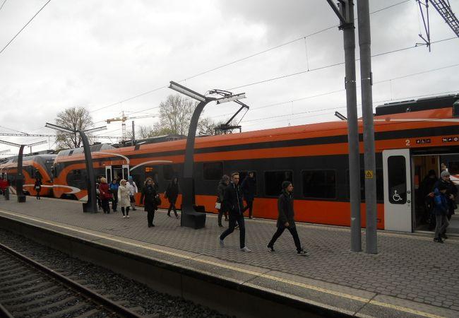 タリン駅は古いけど、列車は新しかったです