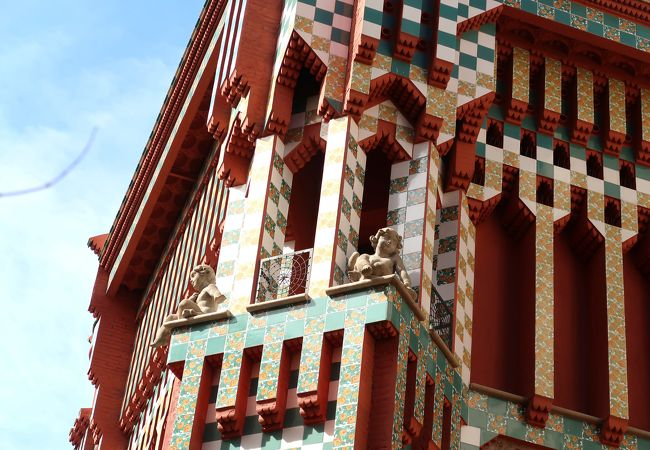 ホフマンカフェもある穴場のガウディ世界遺産