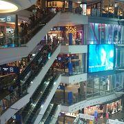 大人気の大型ショッピングセンター
