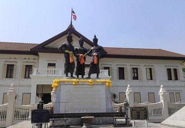 三王像広場