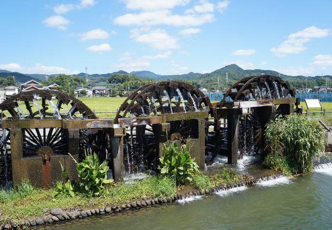国史跡の現役の立派な水車