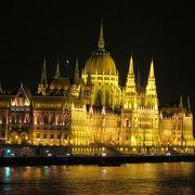 輝く宮殿のような建物
