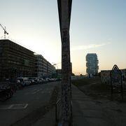 ベルリンの壁ってずいぶん薄かったのね。