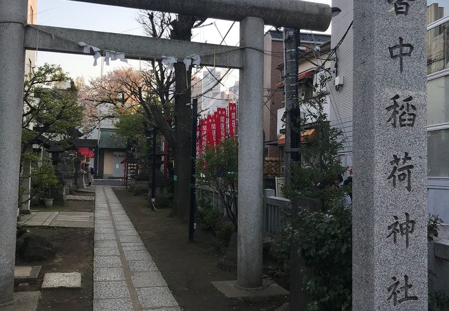 新大久保駅の近くにある神社