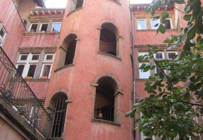 バラ色の塔