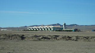 砂漠にポツンとある空港