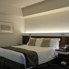 180センチ幅のベッドは気持ち良いです