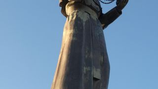フローレス大司教像