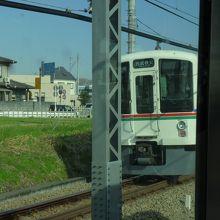 途中駅で撮影した対向列車です。