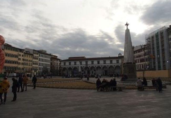 サンタ・マリア・ノヴェッラ教会の前にある広場