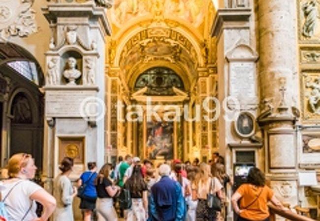 教会の中にカラヴァッジオをはじめとした名画があります。