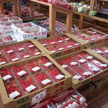 春を告げる甘い香りの苺のパックがいっぱい