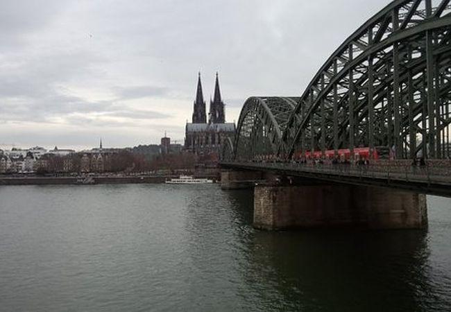 大聖堂やライン川の眺めを堪能。