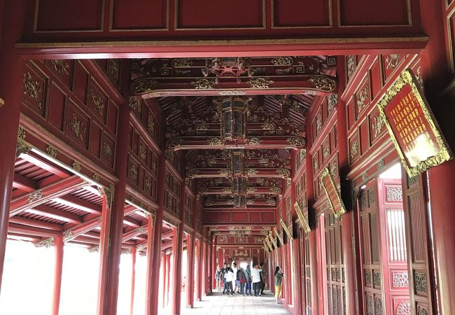 赤い回廊が綺麗でした。