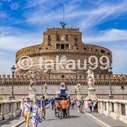 お城の前にサンタンジェロ橋があるので、ここから撮影するとイイ写真がとれます。