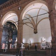 動き出しそう 「ランツィの回廊(ロッジア)」 イタリア フィレンツェ シニョリーア
