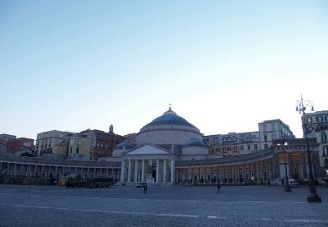 サン・ピエトロ広場のような広場