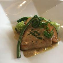 レストランでの 提供された食事の一例
