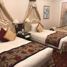 豪華な装飾ベッド