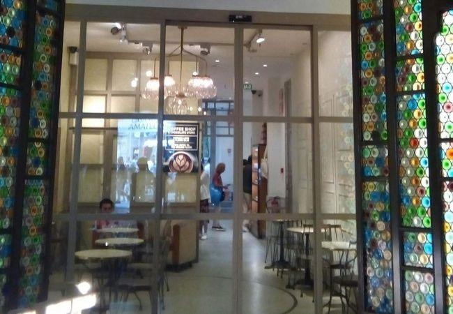 Casa Ametllerの奥にあるカフェ