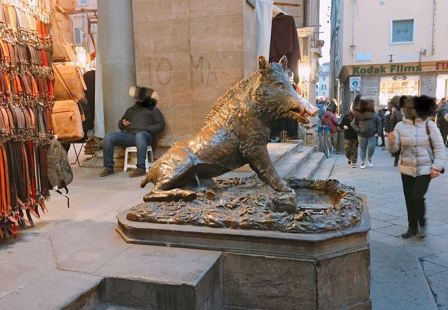 新市場にある  「ポルチェッリーノの噴水」 イタリア フィレンツェ