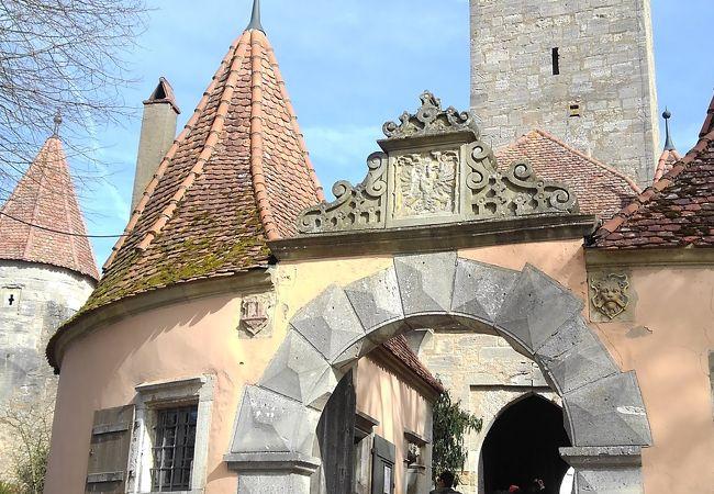 紋章のある最古の門