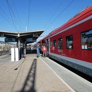 行き先が違う列車が繋がっていることが多いので注意。