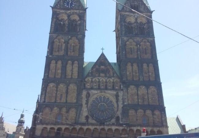 2つの塔がある大聖堂